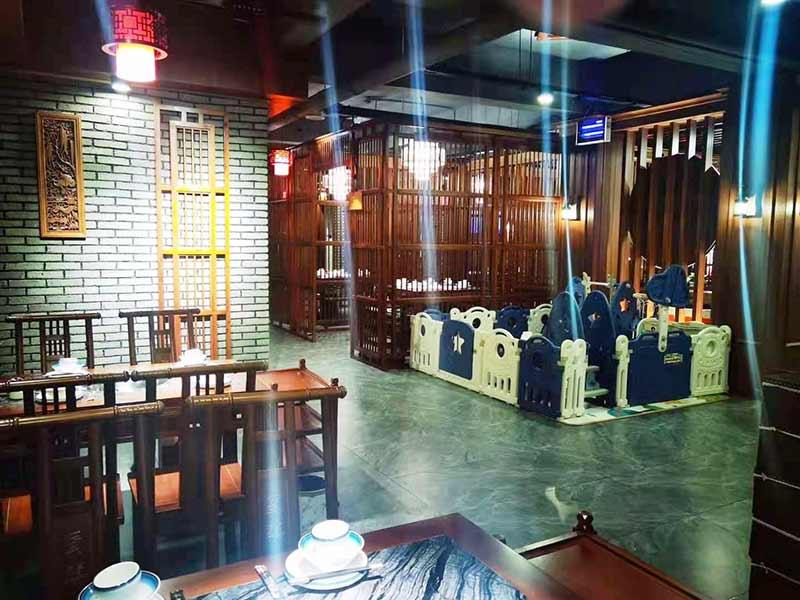 稻城县城亚丁天街:蜀镇与你邂逅秋天的第一顿火锅